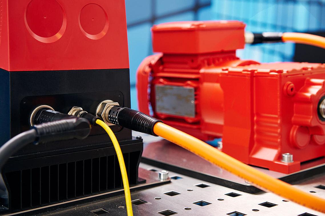 Universelle Verbindungsmöglichkeiten mit W-TEC Leistungskabeln