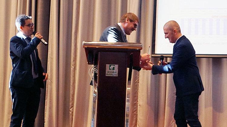 LQ wird Lieferant des Jahres 2017 bei BOBST China